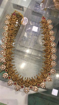 How To Clean Gold Jewelry With Baking Soda Gold Earrings Designs, Gold Jewellery Design, Designer Jewelry, Indian Wedding Jewelry, Bridal Jewelry, Gold Jewelry Simple, Jewelry Patterns, Antique Jewelry, India Jewelry