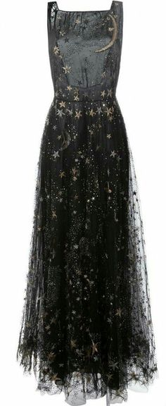 Valentino star and moon embroidered evening dress ! - Valentino star and moon embroidered evening dress ! Witch Fashion, Dress Fashion, Halloween Fashion, Gothic Halloween, Halloween Horror, Bridal Fashion, Mode Online, Brands Online, Looks Cool
