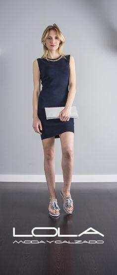 Y arrasar este verano con tu vestido azul marino por 45 €  te viene aún mejor.  Pincha este enlace para comprar tu vestido en nuestra tienda on line:  http://lolamodaycalzado.es/primavera-verano/563-vestido-de-punto-azul-con-cadena-metalica-sophyline.html