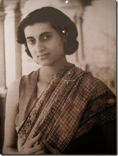 Indira Gandhi_Saree Inspiration ~ So-Saree Historical Quotes, Historical Pictures, Rare Pictures, Rare Photos, Mahatma Gandhi Quotes, Indira Gandhi, History Of India, Facts For Kids, Saree Look