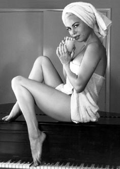 Gia Scala Pin Up