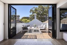Located in Melbourne's inner bayside suburb of Albert Park, this narrow Victorian terrace by Dan Webster Architecture proves that restraint in space doesn't always mean restraint in clever design. Victorian Terrace House, Victorian Cottage, Victorian Homes, Australian Architecture, Interior Architecture, Interior Design, Albert Park, Terrace Design, Park Homes