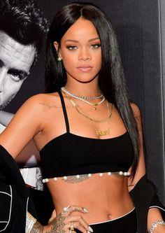 Riahnna kilo aldı... Rihanna siyah saç