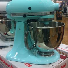 Tiffany blue kitchen aid mixer!! mskjoli