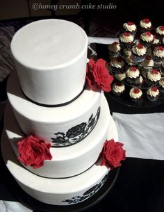 Elegant Modern Winter Black Red White Round Wedding Cakes Photos & Pictures - WeddingWire.com