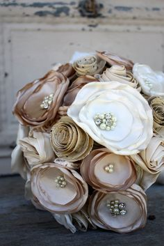 Champagne and ivory bridal bouquet Sheet music by thepaisleymoon