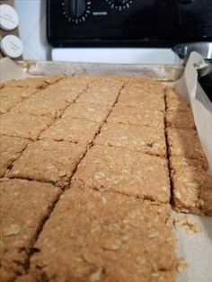 This is the best oatcake recipe. It has the perfect balance between salt and sweet. This recipe comes from the Cape Breton Highlands in Nova Scotia. It is a traditional treat as we have a strong Scottish culture in this province. Muffin Recipes, Baking Recipes, Cookie Recipes, Breakfast Recipes, Scottish Oat Cakes, Scottish Recipes, Oatmeal Cake, Canadian Food, Scottish Culture