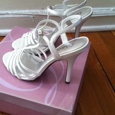"Spotted while shopping on Poshmark: ""White tunic-s heel shoes""! #poshmark #fashion #shopping #style #delicious #Shoes"