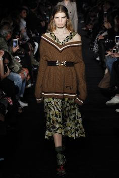 No. 21 Fall 2017 Ready-to-Wear Fashion Show Collection