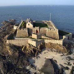 Fortress Saint Malo ~ Le Fort National de Saint- Malo (XVIIe - XIXe) construit sur les plans de Vauban et de Siméon Garangeau.