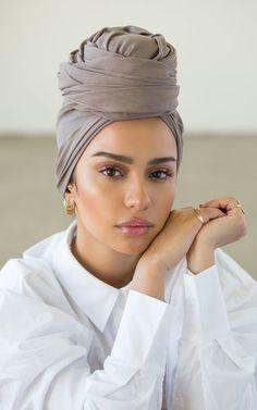 Hijab Turban Style, Mode Turban, Hair Wrap Scarf, Hair Scarf Styles, Hijab Makeup, Skin Makeup, Hijab Fashion Inspiration, Makeup Inspiration, Stylish Hijab