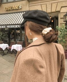 Aesthetic Women, Brown Aesthetic, Let Your Hair Down, Casual Fall Outfits, Modest Outfits, Parisian Style, My Beauty, Hair Beauty, Beautiful Outfits