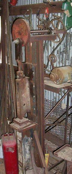 DIY power hammers - gonza-rytec - album na Rajčeti Power Hammer Plans, Blacksmith Power Hammer, Blacksmith Tools, Blacksmith Projects, Forging Tools, Blacksmithing Knives, Forging Metal, Metal Bending Tools, Metal Working Tools