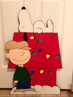 charlie brown christmas yard art Every piece I make is made on exterior grade inch MDO wood.This insures quality work with a nice smooth face.Each piece is drawn by hand by me,then they are cut,sanded and painted.The back and sides are all paint Christmas Yard Art, Christmas Wood, Christmas Projects, Christmas Lights, Holiday Crafts, Christmas Stuff, Christmas Ideas, Charlie Brown Christmas Decorations, Snoopy Dog House