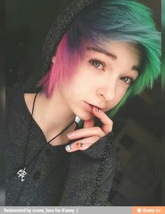 I adore the short hair and I like the long but I'm too cheap for extensions and my hair is curly Short Scene Hair, Emo Scene Hair, Looks Style, Looks Cool, Pelo Emo, Pelo Multicolor, Corte Y Color, Alternative Hair, Dye My Hair