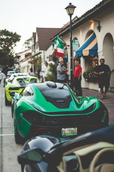 The McLaren held the world record for the fastest production car in the world for many years. The car was first produced in 1992 and still looks great today. Mclaren Cars, Mclaren P1, Super Sport Cars, Super Cars, Ferrari, New Luxury Cars, Automotive Manufacturers, Mc Laren, Latest Cars