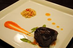 beef tenderlolin on square plate Square Plates, Entrees, Steak, Cooking Recipes, Beef, Cake, Desserts, Food, Meat