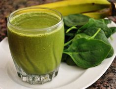 Delicious Quick Green Smoothie Green Spinach Smoothie Detox Pineapple and Avocado Smoothie Broccoli Mango and Pineapple Smoothie Spinach Smoothie Recipes, Spinach Juice, Aloe Vera Juice Recipes, Foods That Cause Bloating, Ninja Blender Recipes, Spinach Health Benefits, Smoothie Vert, Smoothie Detox, Power Smoothie