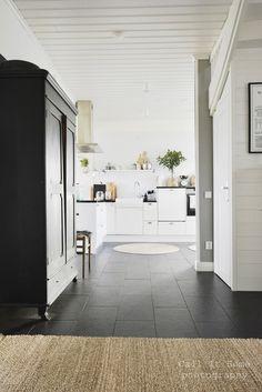 Home - Koti - Sisustuskuvia jäseneltä callithome - StyleRoom Kitchen Interior, Kitchen Island, Bathtub, Lifestyle, Home Decor, Beach Cottages, Houses, Island Kitchen, Standing Bath