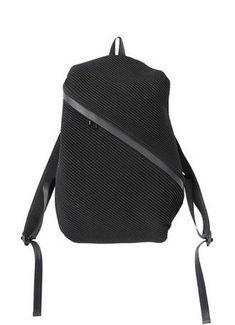 Cool idea for a laptop bag Bias Pleats Backpack - Issey Miyake - travel shoulder. - My Favorites Bag For Women Best Laptop Backpack, Black Backpack, Laptop Bag, Backpack Bags, Messenger Bags, Laptops For Sale, Best Laptops, Fashion Bags, Fashion Backpack