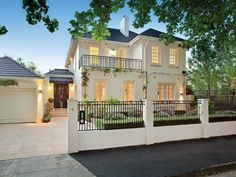 Photo of a wrought iron house exterior from real Australian home - House Facade photo 712320 Transitional Fireplaces, Transitional House, Transitional Lighting, Transitional Bedroom, Facade House, House Facades, House Exteriors, Australian Homes, Classic House