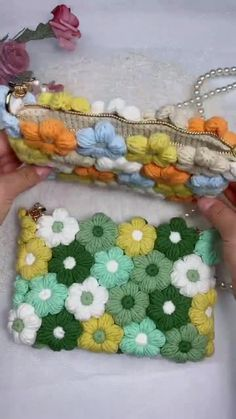 Crochet Bag Tutorials, Crochet Flower Tutorial, Crochet Instructions, Crochet Videos, Crochet Crafts, Crochet Projects, Crochet Flowers, Sewing Projects, Crochet Square Patterns