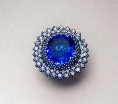 What an awesome beaded ring. Featured in Bead & Button by (Austrailo Castaliano?) inspired by Kate Middleton's engagement ring.