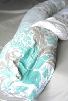 Run your sheets, mattress cover, and duvet cover through the laundry. Then use this rolling trick to put your duvet cover back on in no time. 42 Ways To Make Your Entire Home Cleaner Than It's Ever Been The Family Handyman, House Cleaning Tips, Spring Cleaning, Cleaning Hacks, Cleaning Services, Cleaning Recipes, Mattress Covers, Duvet Covers, Closet Transformation