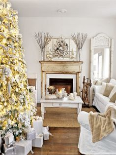 Christmas Tree Decorating Ideas – How to Decorate a Christmas Tree - Country Living   Love the mantel