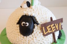 Late lammas täytekakku. Sheep cake with marsmellows. Shaun the Sheep