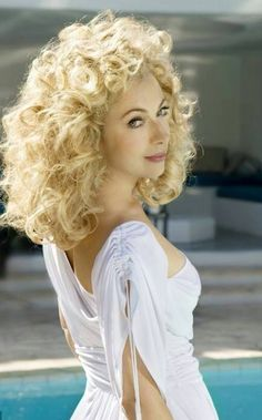 Picture of Alex Kingston English Actresses, Actors & Actresses, Original Doctor Who, Doctor Who 2005, Doctor Who Companions, Blake Lively Style, Alex Kingston, Celebs, Celebrities