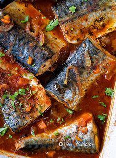 Macrou in sos marinat este un preparat care, desi are ingrediente simple si putine are un gust minunat, dulce acrisor si merge foarte bine langa o portie de mamaliguta. Fish Recipes, Seafood Recipes, Cooking Recipes, Romania Food, How To Cook Fish, Home Food, Dinner Is Served, Fish Dishes, Vegan Dishes