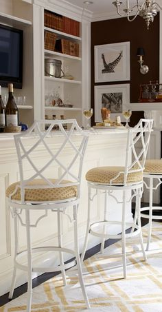 Inspired by classic Chinese Chippendale design, with geometric fretwork forming the back, the Terra Bar Stool is superbly crafted chinoiserie with a demure white finish.