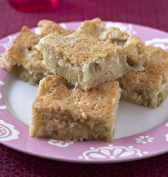 Gâteau fondant à la rhubarbe - Recettes de cuisine Ôdélices