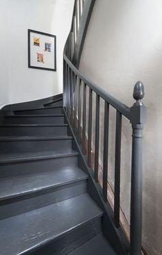 Peindre un escalier en bois avec la Peinture Rénovation V33 | Hall ...