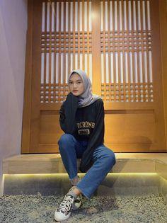 Trendy fashion hijab remaja 2019 33 Ideas Pose to pose Hijab Casual, Hijab Chic, Ootd Hijab, Hijab Jeans, Modern Hijab Fashion, Street Hijab Fashion, Hijab Fashion Inspiration, Muslim Fashion, Trendy Fashion