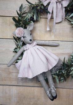 Augustine la Bichette : poupée en lin et Gaze de coton Nude : Jeux, jouets par talena-et-louison