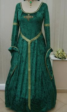 http://www.dawnsmedievaldresses.co.uk/product_info.php?cPath=254&products_id=986