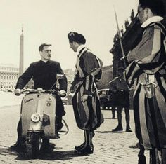 Swiss Guard, Catholic Priest, Cultural Diversity, My Church, Vatican City, Pictures Of People, Vintage Photos, 1940s, Cathedral