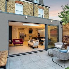 A stylish wraparound contemporary flat roof extension in Tooting. ⠀