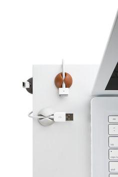 Per evitare di tirar giù, con i cavi, anche PC, casse, video e... moccoli!