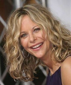 """Meg Ryan Photos - Actress Meg Ryan attends """"The Women"""" film premiere at the Mann Village Theatre on September 2008 in Westwood, California. - Premiere Of Picturehouse's """"The Women"""" - Arrivals Meg Ryan Hairstyles, Modern Hairstyles, Meg Ryan Short Hair, Blonde Wavy Hair, Remy Hair Extensions, Great Hair, About Hair, Hair Looks, Film"""