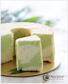using pandan juice extract from pandan (screwpine leaves) make the cake with the nice fragrance and cottony texture that almost melts in your mouth