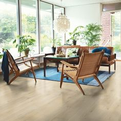 Bilderesultat for legge parkett nytt hus Solid Wood Furniture, Outdoor Furniture Sets, Furniture Design, Outdoor Decor, Plank, Interior Decorating Styles, Interior Design, Tiles Uk, En Stock