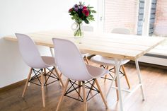 THUIS: Een zelfgemaakte eettafel Wood Table, Dining Table, Black And White Interior, Small Apartments, Home Living Room, Outdoor Dining, Sweet Home, New Homes, Interior Design
