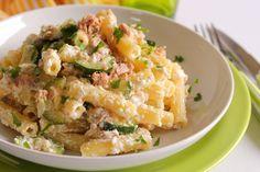 I sedani rigati con zucchine, tonno e ricotta sono un primo piatto molto facile e veloce da preparare ma di sicuro successo. Una ricetta strepitosa
