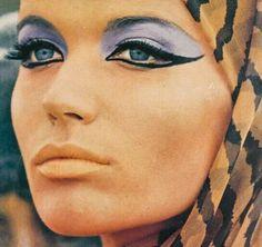 "misspeelpants: ""Veruschka photographed by Peter Beard. Vintage Makeup Looks, Retro Makeup, Vintage Beauty, 1960s Makeup, Divas, Peter Beard, 60s And 70s Fashion, Vintage Fashion, 60s Hair"