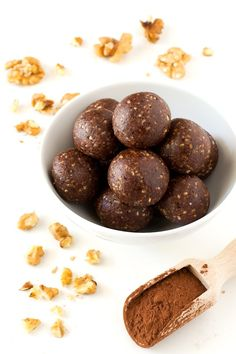 If you need to eat something sweet, you should try these raw cacao bites, they taste so good and you only need 3 ingredients to make them. Cacoa Recipes, Raw Food Recipes, Sweet Recipes, Snack Recipes, Dessert Recipes, Vegan Sweets, Vegan Snacks, Vegan Desserts, Vegan Food