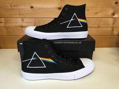 Pink Floyd Dark Side of the Moon Chuck 2 Converse Groom Converse, Converse All Star, Converse Shoes, Custom Converse, Custom Vans, Custom Shoes, Pink Floyd Art, Pink Floyd Dark Side, Pochette Album