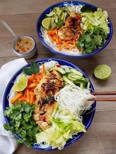 This Thai Vermicelli Salad is inspired by my favorite Thai dish. Chicken Vermicelli, Vermicelli Recipes, Shrimp Vermicelli Bowl Recipe, Whole Food Recipes, Dinner Recipes, Cooking Recipes, Clean Eating, Healthy Eating, Sauces